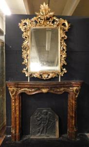 chl143  camino in legno laccato finto marmo con specchiera dorata