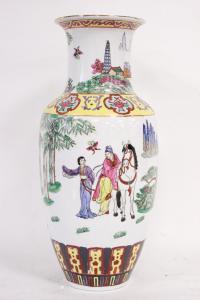 Vaso in ceramica bianca dipinta a tema orientale