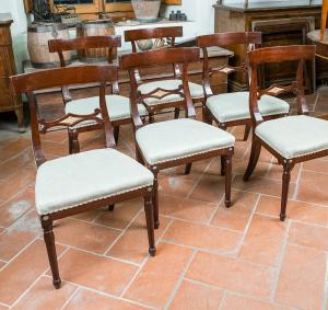 Six chairs in mahogany wood with carved folder