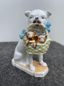 狗雕像与小狗在瓷器法国