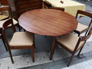 6 Cassina chairs table