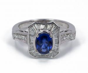 Кольцо из белого золота с сапфиром и бриллиантами 50-х годов