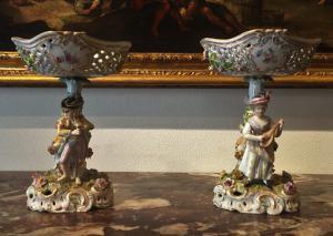 Coppia di alzatine in porcellana