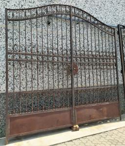 Cancello 2 ante in ferro pieno battuto a mano - 3 mt