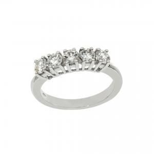 Anello in oro bianco con diamanti taglio brillante