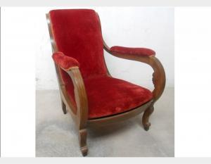 Poltrona in noce imbottita in velluto rosso Art OCC41