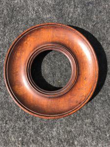 Cornicina tonda  in legno di rovere.