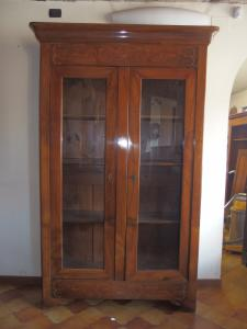 BOOKCASE WITH TWO DOOR INLAYS IN CARLO X STYLE WALNUT