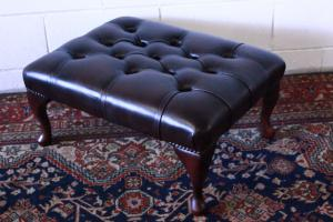 Original Chesterfield pouf Made in UK, in brown leather.
