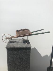 Model-toy wheelbarrow in wood and metal.