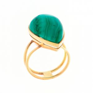 Anello in oro giallo con malachite