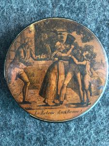 Papier mache snuffbox with scene with inscription: the back of a brave French girl