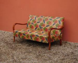 Divano divanetto modernariato in legno, rivestito in tessuto, anni '50!