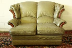 Divani In Pelle Stile Inglese.2 Seater Sofa In Original Green Leather Made In The Uk Antiques