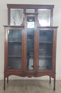 elegante vetrina vetrinetta antica in noce con intarsi primi 1900 epoca liberty euro 1.400,00 trattabili
