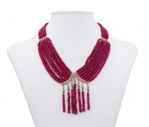 Collier di rubini con chiusa in oro basso e diamanti taglio rosetta