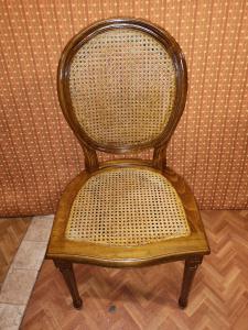 10 Parisian chairs
