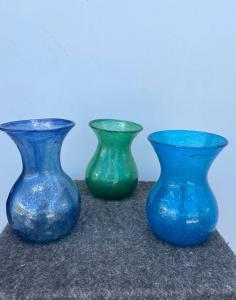 三个 pulegoso 吹制玻璃罐来自 Murano, Fratelli Toso。