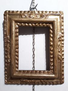 小雕刻和镀金框架