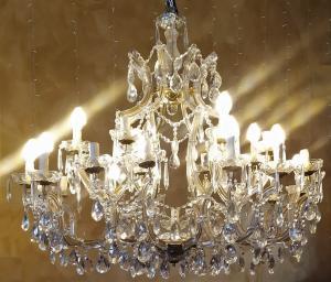 Grande lampadario Maria Teresa in vetro -25 luci- XX sec.