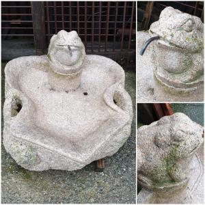 奎拉斯(法国)的粉红色石头喷泉