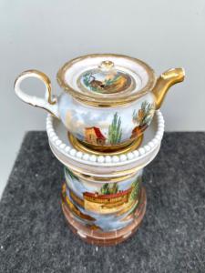 Veilleuse-tisaniera in porcellana decorata ad architetture,paesaggi e scena di caccia.Francia