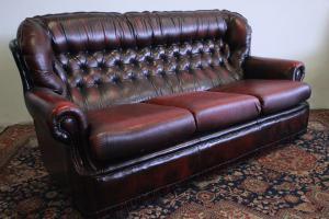 Divano 3 posti chesterfield chester inglese colore bordeaux / pelle / originale
