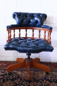 Original Chesterfield captain armchair Made in the UK, in oil leather.