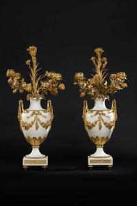 PAIR OF CANDLESTICK IN GOLDEN BRONZE AND MARBLE