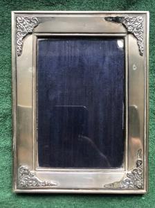 与风格化菜装饰的银色画框详述意大利。