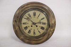Relógio de olho de boi de madeira