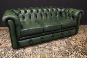 Divano Chesterfield club in pelle verde bottiglia originale inglese