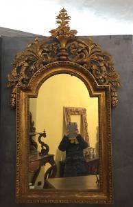 Bellissima specchiera in legno dorato a foglia oro Periodo 700