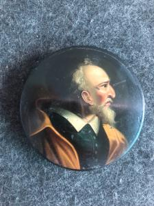 Papier-mache snuffbox with male character. Holland