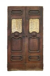 Important ancient door in Chestnut with gratings. Period 1700s.