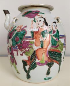 Versatoio in porcellana policroma - h 20 cm - Cina, periodo Jiaqing (1796-1820)