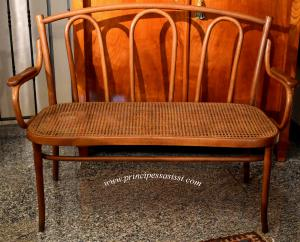Rare and exquisite original sofa of the Thonet manufacture from the production phase of around 1870-80