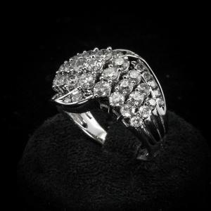 Anel de banda com diamantes 2 ct.