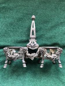 Saliera doppia in argento con decori impero,mascheroni e corone floreali.Francia.