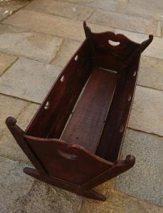 Детская кроватка из тополя родом из Вальсезии