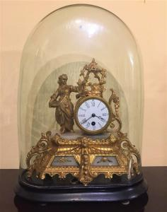 Orologio da tavolo in antimonio dorato e alabastro
