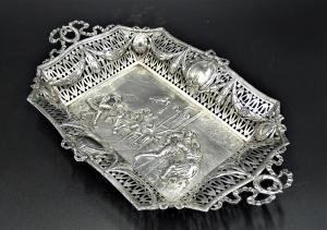 centrotavola in argento 800 con figure fiamminghe epoca Direttorio