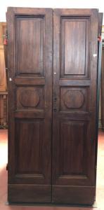 Двустворчатая дверь с защелками
