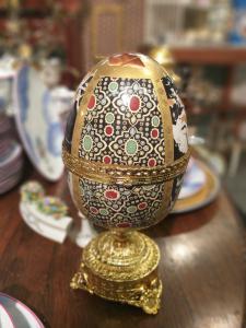 Uovo scatola porcellana è BronZo