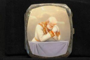 Kaiser Franz Joseph I., im Gebet versunken. Seltene Tabatiere des Österreichischen Kaisers. Silber mit Innenvergoldung