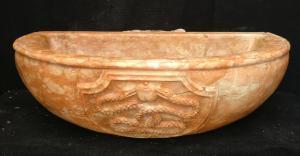 Grande Lavandino Esoterico finemente scolpito - 70 x 55 cm. - Marmo Rosso Verona - 19° secolo - Venezia