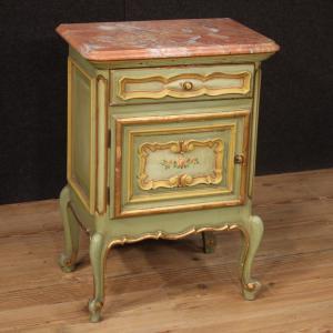 Mesita de noche italiana pintada y dorada con encimera de mármol