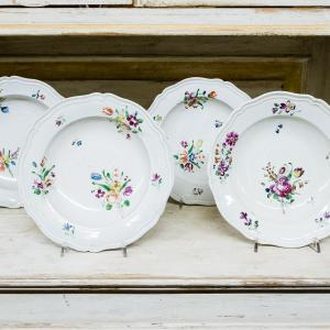 Porcelain plates from the Shower Manufactory