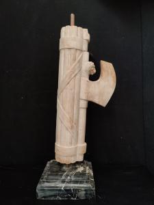 Fascio Littorio in marmo con basamento - H 80 cm
