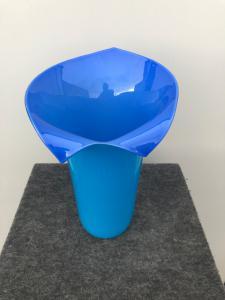 Vaso in vetro incamiciato,modello Calla-Tyra Lundgren,firma Venini,Murano.